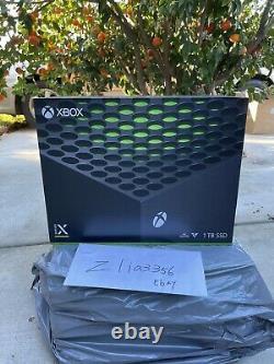 Microsoft Xbox Series X 1tb Console De Jeu Vidéo Noir Dans La Main Shipping Même Jour